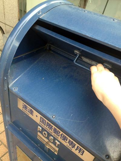 品川郵便局の青ポスト