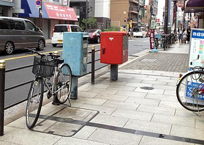 【青い速達専用ポスト/大阪】大阪市浪速区役所向かい